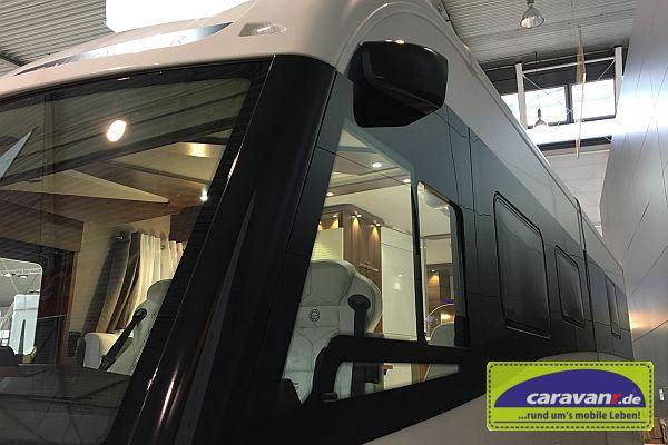 Erstes spiegelloses Reisemobil - links